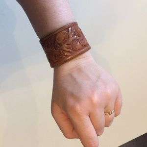 Jewelry - Leather cuff / bracelet